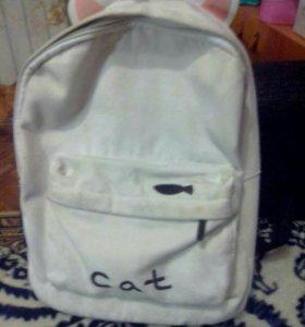 Рюкзак пастиранный и в хорошем состоянии.