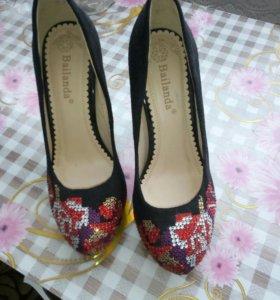 Туфли женские р. 35 новые.