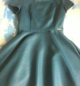 Платье зелёно - изумрудного цвета