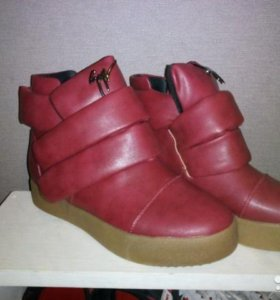 Продаю модные ботинки бардо