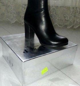 Продаются новые ботинки