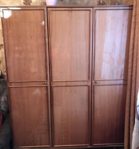 Шкаф трёхстворчатый