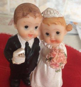 Фигурки на свадебный торт мультяшные.