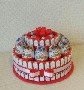 Торт из киндеров и других конфет на праздник, день