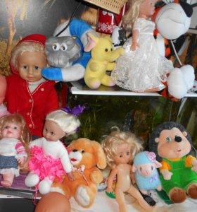 Игрушки мягкие и куклы много цена разная