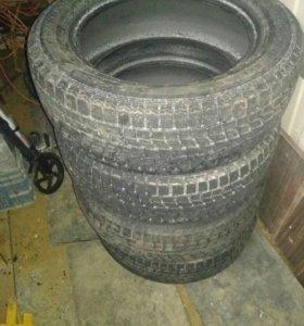 Нешипованные зимние шины Dunlop 235/60 18
