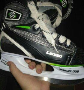 Новые хоккейные коньки 39 размер