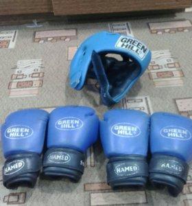 Комплект перчаток и шлем