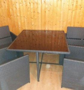 Стеклянный Стол+4 кресла пластиковое плетения. тор