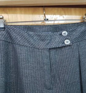 Фирменные брюки из модной ткани с блеском