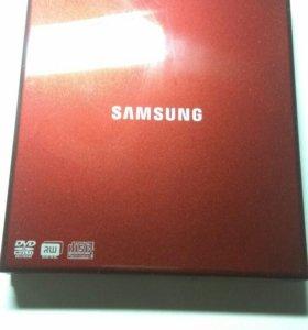 Внешний пишущий CD/DVD привод Samsung SE-S084