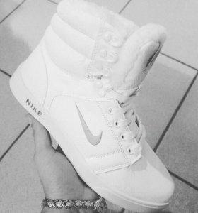 Кроссовки зимние новые