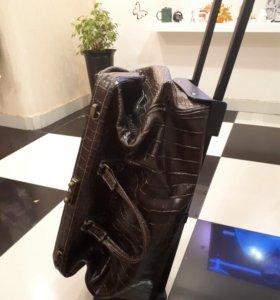 Новый кожаный саквояж