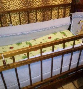 кроватка с матрасом и бортиками