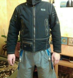 Демисезонная стильная куртка 50-52 размер.