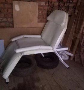 Кресло косметологическое -массажное!! Б/у
