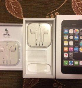 2 пары новых оригинальных наушников на IPhone