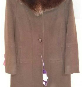 Пальто женское новое (воротник песец)цвет шоколад