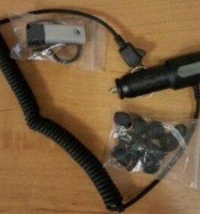 Гарнитура и зарядка к ней на Sony Ericsson.