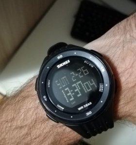 Часы спортивные водонепроницаемые
