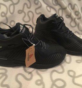 Зимние новые кроссовки с мехом Adidas