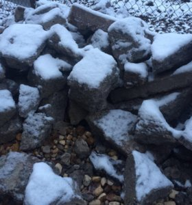 ломаный шифер и битый бетон