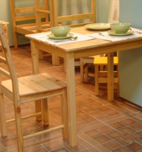 Стол из массива сосны
