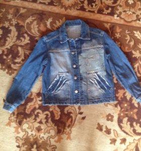 Джинсовая курточка на мальчика9-10лет