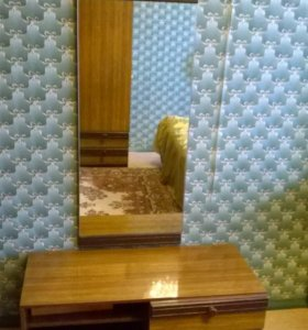 Тумбочка с зеркалом