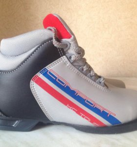 Новые лыжные ботинки р. 38