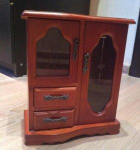 Для украшений шкафчик