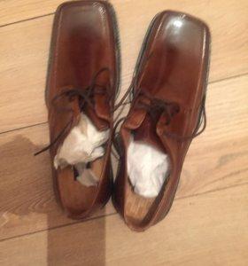Мужские туфли 43 размер новые