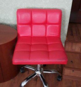 Продам удобное кресло на колесах
