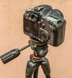 Продам напольный трипод для фотокамер.
