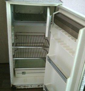 Продам холодильник Саратов.