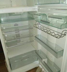 70 см Холодильник BOSCH в отличном состоянии