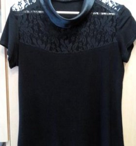 Блузка из вискозы с кружевной вставкой
