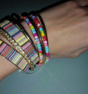 Набор браслетов в стиле бохо