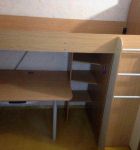 кровать чердак с матрасом, шкафом и столом