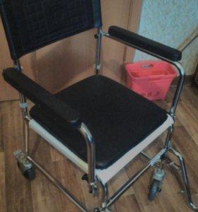 Кресло-каталка с туалетным оснащением Мега -оптим