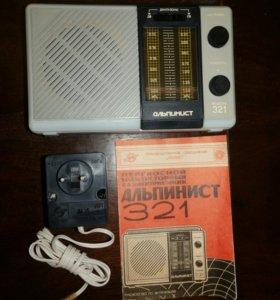"""Радиоприёмник """"Альпинист-321""""."""