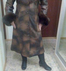 Кожаное пальто с песцом размер 48-50