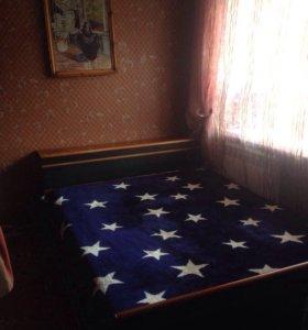 Двухспальная кровать с матрасами