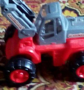Трактор большая игрушка есть еще большие игрушки
