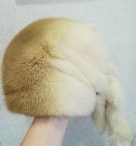 Норковая шапка рыже-белого цвета