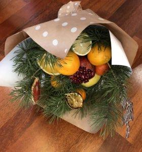 Букет из фруктов новогодний ( живая ель)