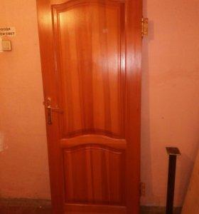 Дверь деревянная из массива сосны б/у