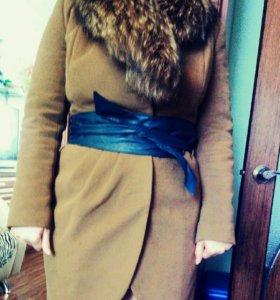 Сросно!! Зимнее пальто,натуральный мех Енот