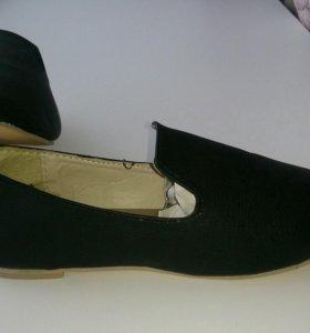 Обувь, размер 37-38, на чешки похожи.  НОВЫЕ.