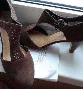Замшевые туфли новые 40 размер